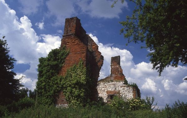 An old ruined cottage close to Westergate, near Chichester